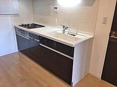 システムキッチン新設。うれしい食洗器も完備です。