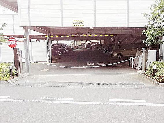 駐車場の入口に...