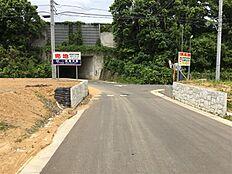 東側接道より北速をくぐる通路が直ぐ目の前です方向を撮影