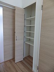 3階フリースペース収納。整理し易い可動棚付の収納です。