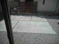 広々敷地でお車2台駐車可能です。