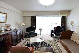 他のお部屋と違い、約10年ほどまえに室内を綺麗にリフォームをしましたのでご覧の様に美室です。