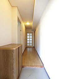 玄関(シューズボックス付き、玄関横にはトランクもあります)
