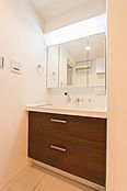 明るくて清潔感あふれる洗面室