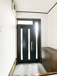出入りも楽々。広々とした玄関です。