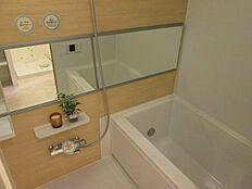 追い焚き機能、浴室乾燥機付きユニットバス。