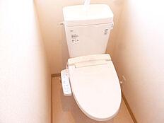 同仕様写真1階・2階のトイレはLIXIL製の温水洗浄付便器に交換予定。暖房付便座なので寒い日もうれしいですね。