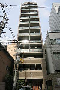 外観(外観写真 大阪中心部で大通りから一本入った場所にある少し静かなマンション。)