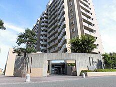 13階建、最上階のお部屋です。豊田町駅まで80m、徒歩1分の立地で、通勤通学に便利な距離です。