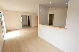 和室と合わせて24帖の大きな空間です。お客様が大勢いらしても、ゆったりおくつろぎ頂けます。