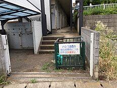 2路線利用可能です。町田駅も徒歩圏です。南ひな壇で日当たり良好です。広いので2世帯としての利用も可能です。