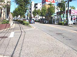 前面道路も広くお車の出し入れもしやすいです。
