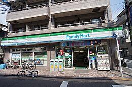 ファミリーマート田中屋西大井店まで701m