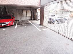 エビスジャルダンM&Kの駐車場。