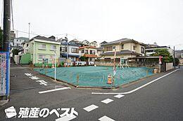 京王線「つつじヶ丘」駅より徒歩約8分。通勤・通学・お買物にも便利な立地です。