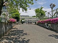 町田市立鶴川第三小学校 距離980m