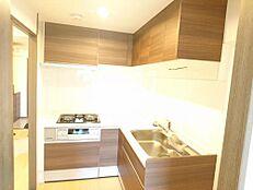 リフォーム済/キッチンL型のキッチンはハウステック製の新品のキッチンです。シンクも広々としている為、洗い物も楽々に行えます。