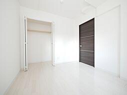 ブランシャール東屯田通の明るい洋室