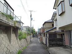 南側前面道路(東側から)