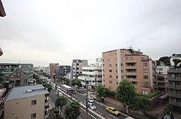 「住戸からの眺望」住戸からの眺望は良好です。日当たりや・風通しのよさも安心です。