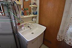 洗面用品もたっぷりしまえるシャンプードレッサーです。忙しい朝に活躍しそうです。