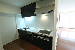 後ろのスペースがゆったりとしたキッチンです。