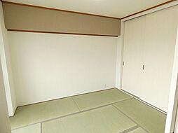 6帖の和室はゆったり寛げる空間です