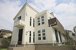 (外壁イメージ)セルフッ素コートの外壁は傷や汚れに強く厚さ18mmのサイディングがお家を守ります。