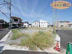 山陽本線「魚住駅」徒歩13分の駅近立地です。