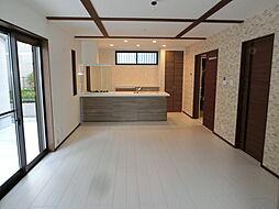 築浅物件 太子田1丁目 4LDKの居間
