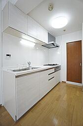 システムキッチン交換。白基調のおしゃれなキッチンです。