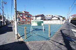 たっぷりの陽光と開放感に包まれる敷地
