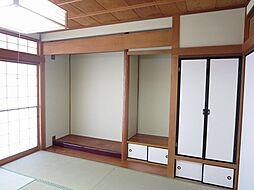 リフォーム済1階和室(南側)仏間、床の間写真です。落ち着いた緑色のクロスに張替えました。