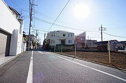 南東側前面道路