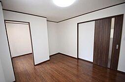 寝室は大容量のウォークインクローゼット付きです。