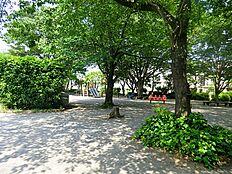 東山公園。周辺に沢山の公園がある立地です。