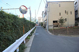車通りの少ない前面道路