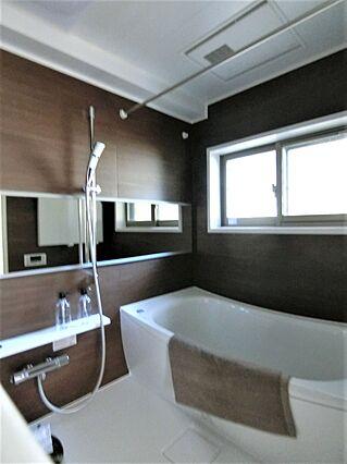 窓のある浴室も...