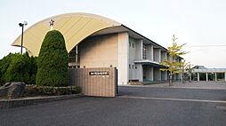 山崎小学校まで徒歩約11分。(約850m)