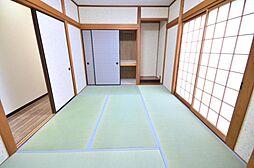 1階和室畳の表替え、クロスの張替え、照明交換を行いました。