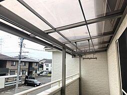バルコニーにも屋根がついているので雨の日も便利です