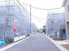 開発分譲地内にあり、車通りの少ない静かな環境です。(2018年1月初旬撮影)