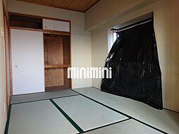 ゆったりくつろげる和室部屋です