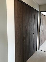 2F廊下にも大型のクローゼットが付いております。