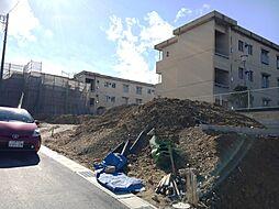 閑静な住宅街。敷地面積はH区画約43坪。整形地で、前面道路の幅員も6mと広いためお車の出し入れもしやすいです。