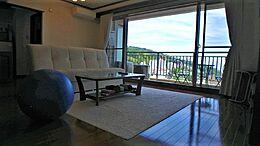 リビングの広さは約15.2帖。室内は各所はお手入れをされており、すぐにお使いいただける状態です。