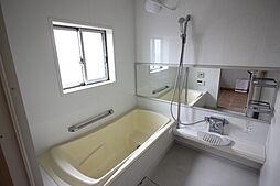 白を基調とした、システムバスルームミストサウナ付きです