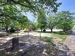 南ヶ丘二丁目公園:徒歩3分(180m)