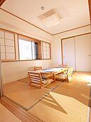 リビング横の6帖の和室
