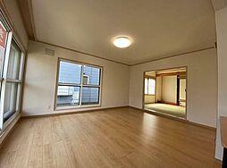 石山3-6戸建 4LDKの居間